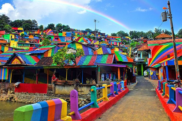 How an Indonesian Slum Has Been Turned Into the Gorgeous 'Rainbow Village'