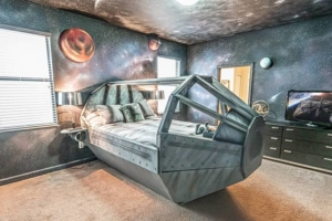 How'd You Like To Stay at This Out-Of-This-World Star Wars-Themed Airbnb?